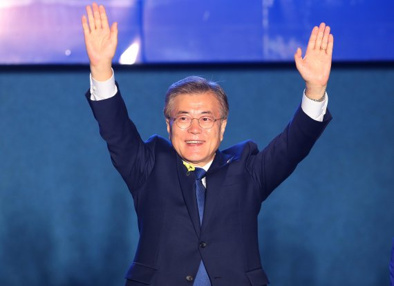 Who should receive the Novel Peace Prize? | Moon Jae-in